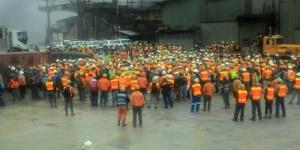 Pekerja PT Freeport yang menggelar aksi mogok kerja Artikel10Maret17